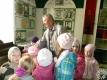 Георгій Іванавіч Шараў, былы супрацоўнік музея, праводзіць экскурсію